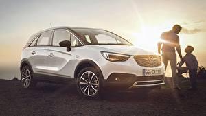 Desktop hintergrundbilder Opel Weiß Lichtstrahl Crossover Crossland X, Turbo, 2017 automobil