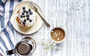 Hintergrundbilder Eierkuchen Heidelbeeren Kaffee Frühstück Essgabel Teller Bretter Die Sahne das Essen
