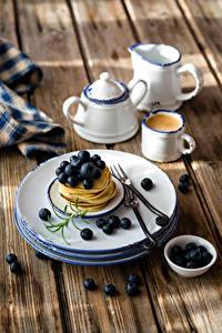 Bilder Eierkuchen Heidelbeeren Kaffee Bretter Teller Tasse Lebensmittel