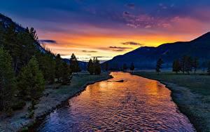 Hintergrundbilder Parks Vereinigte Staaten Morgendämmerung und Sonnenuntergang Berg Wälder Flusse Landschaftsfotografie Yellowstone Wyoming, Yellowstone River