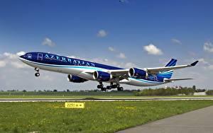 Hintergrundbilder Flugzeuge Verkehrsflugzeug Airbus Abheben A-340-500