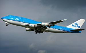 Hintergrundbilder Flugzeuge Verkehrsflugzeug Boeing KLM 747-400M