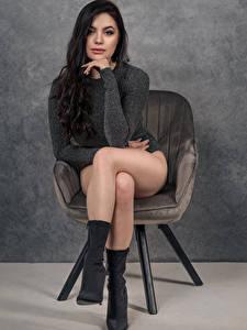 Bilder Model Sessel Sitzen Bein Blick Patrycja Karolak junge frau