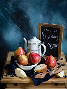 Desktop hintergrundbilder Birnen Messer Heidelbeeren Stillleben Kanne Schneidebrett das Essen