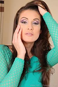 Hintergrundbilder Petra Vachouskova Braune Haare Schminke Starren Hand junge frau