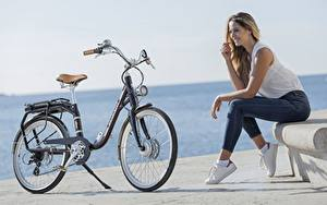 Fotos Fahrräder Sitzend Jeans Lächeln Peugeot eLC01 Mädchens