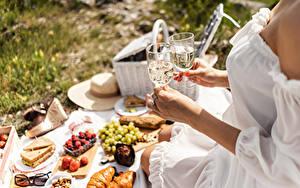 Hintergrundbilder Picknick Hand Weinglas Kleid Bokeh