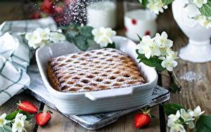 Bilder Obstkuchen Erdbeeren Puderzucker Tisch