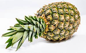 Fotos Ananas Hautnah Weißer hintergrund das Essen