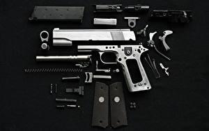 Hintergrundbilder Pistolen Patrone Schwarzer Hintergrund Heer