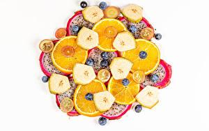 Bilder Pitaya Bananen Heidelbeeren Orange Frucht Weißer hintergrund Geschnittenes Lebensmittel