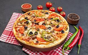 Bilder Pizza Schwarzer Pfeffer Chili Pfeffer Tomate das Essen