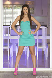 Fotos Playboy Demi Fray Posiert Kleid Hand Braune Haare junge frau