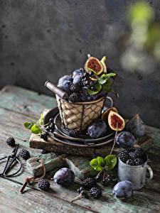 Bilder Pflaume Brombeeren Echte Feige Stillleben Becher Weidenkorb das Essen