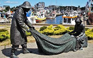 Hintergrundbilder Polen Seebrücke Motorboot Skulpturen Fischerei Denkmal Kolobrzeg