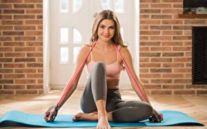 Hintergrundbilder Polina Kadynskaya, Georgia Fitness Braunhaarige Lächeln Sitzt Hand Bein Mädchens