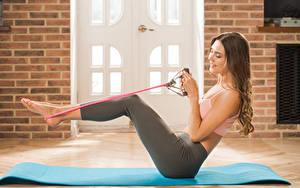 Bilder Polina Kadynskaya, Georgia Fitness Braune Haare Lächeln Bein