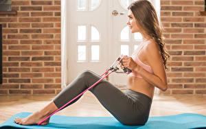 Hintergrundbilder Polina Kadynskaya, Georgia Fitness Braunhaarige Sitzen Körperliche Aktivität Seitlich junge Frauen