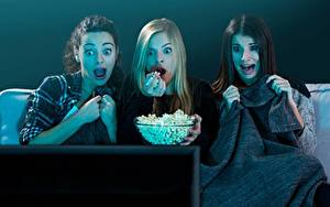 Bilder Puffmais Starren Fernsehgerät Drei 3 Angst Mädchens