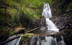 Hintergrundbilder Portugal Fluss Steine Wasserfall Bäume Laubmoose Coimbra Natur