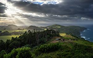 Bilder Portugal Landschaftsfotografie Felder Grünland Wolke Hügel Bäume Lichtstrahl Azores