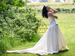 Fotos Pose Kleid Hand Mädchens