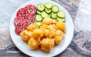 Hintergrundbilder Kartoffel Wurst Gurke Teller