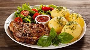 Hintergrundbilder Kartoffel Tomaten Dill Schweinefleisch Teller Gebratener Ketchup Lebensmittel