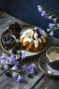 Hintergrundbilder Keks Heidelbeeren Glockenblumen Brombeeren Bretter das Essen