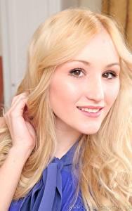 Fotos Rachelle Summers Blond Mädchen Starren Lächeln Haar