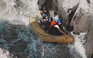 Hintergrundbilder Rafting Flusse Stein Boot Mann Uniform Helm Sport