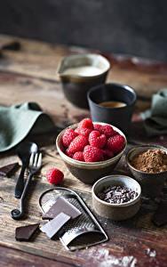 Hintergrundbilder Himbeeren Schokolade Bretter Kakaopulver Lebensmittel