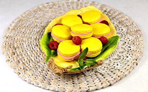 Bilder Himbeeren Macaron Gelb Lebensmittel