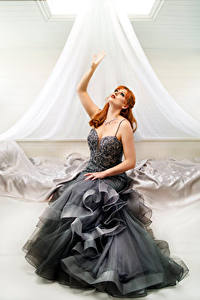 Hintergrundbilder Rotschopf Kleid Hand Starren