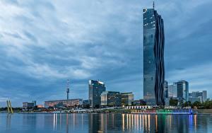 Bilder Flusse Wolkenkratzer Wien Österreich Abend DC Towers, Danube river Städte