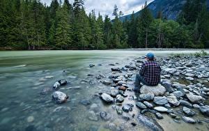Fonds d'écran Rivières Pierres Forêts Homme S'asseyant Nature