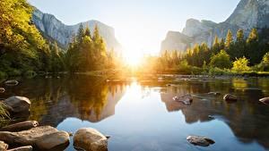 Bilder Flusse Morgendämmerung und Sonnenuntergang Steine Gebirge Landschaftsfotografie Felsen