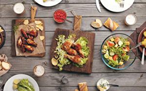 Hintergrundbilder Hühnerbraten Salat Gemüse Brot Bretter Schneidebrett Ketchup