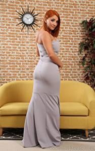 Bilder Robyn J Couch Rotschopf Blick Kleid junge frau