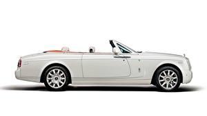Fotos Rolls-Royce Weiß Weißer hintergrund Seitlich Cabriolet Luxus Phantom Drophead, Coupe Maharaja, 2014 Autos