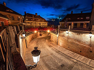 Fotos Rumänien Gebäude Brücke Wege Nacht Straßenlaterne Mauer Sibiu
