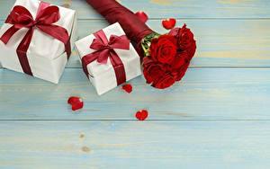 Desktop hintergrundbilder Rose Blumensträuße Geschenke Bretter Vorlage Grußkarte Schleife Blüte