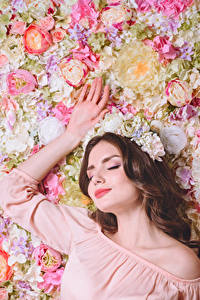 Wallpapers Roses Brown haired Hands Girls