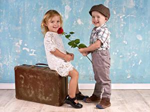 Fonds d'écran Rosiers Amour Garçon Petites filles 2 Sourire Valise Les robes Enfants