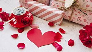 Desktop hintergrundbilder Rose Valentinstag Kaffee Herz Kronblätter Geschenke