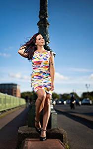 Hintergrundbilder Posiert Kleid Bein Roxane junge Frauen