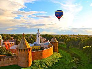 Fotos Russland Denkmal Heißluftballon Flug Türme Novgorod Kremlin, Novgorod, Novgorod region Städte