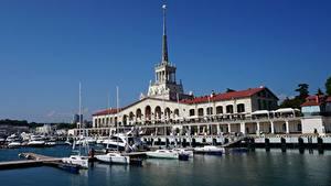 Bilder Russland Sotschi Bootssteg Yacht Gebäude Städte