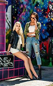 Bilder Blondine Brünette Zwei Bein Kleid Starren Neger Saina Bo and Soraya