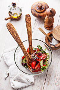 Fotos Salat Gemüse Bretter Teller Salz Schüssel Lebensmittel
